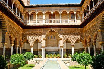 الوقف.. حجر أساس المؤسسات الخيرية في الحضارة الإسلامية