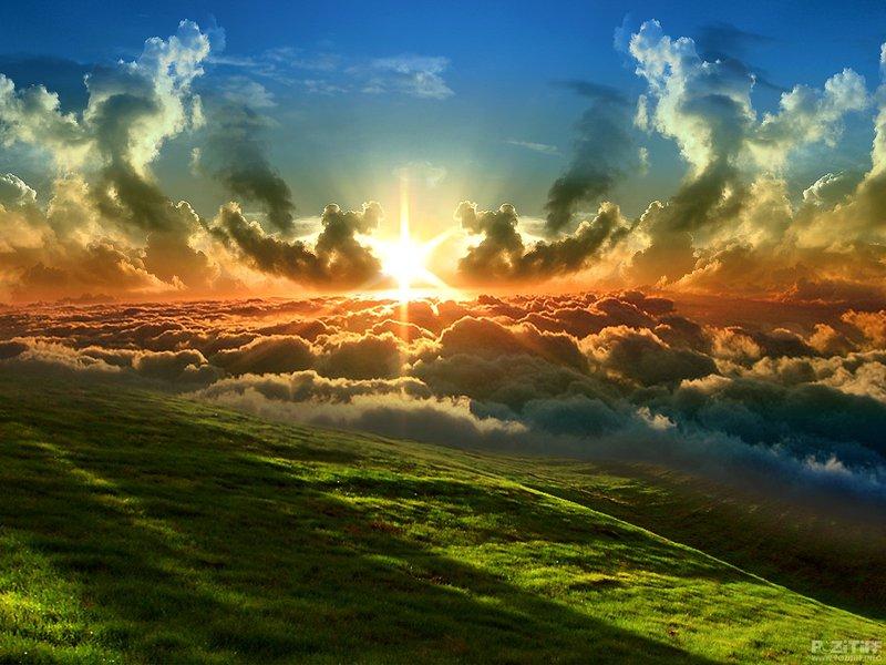 شمس وسط الغيوم