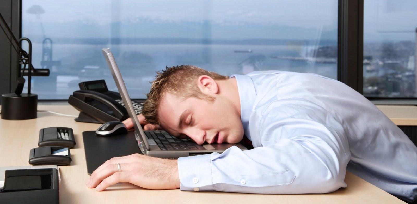 النوم أثناء العمل